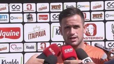 Pipico revela, no Santa Cruz, que tem proposta para sair do clube coral - Ele diz, no entanto, que acerto só acontecerá se for bom para ele e para o Tricolor