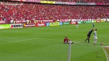 Defesas decisivas, discussão e utilização do VAR marcam Gre-Nal sem gols - Mais de 40 mil torcedores acompanharam a partida no Beira-Rio.