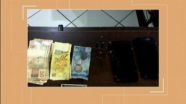 Adolescente é apreendida por posse ilegal de munição em Erechim - Com a jovem de 17 anos, a polícia encontrou cinco munições e uma quantia em dinheiro.
