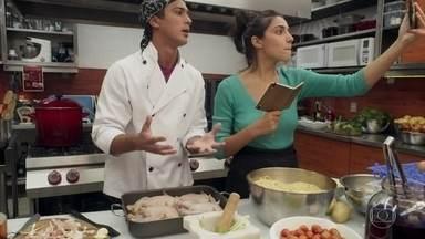 Rosália e Paulo ajudam Márcio e Pérola com as receitas - Por telefone, os dois passam receitas para ajudar no desafio de Márcio