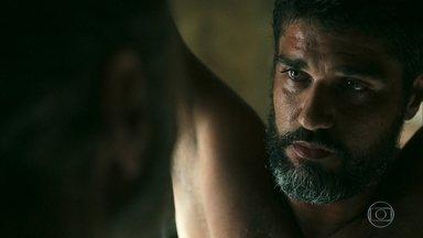 Aziz ameaça Hussein - Ele quer saber o que Jamil está escondendo dele