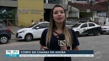 Corpo é encontrado ainda em chamas em Angra dos Reis - Cadáver estava pegando fogo no meio da rua, na Avenida Itaguaí, no bairro Nova Angra.