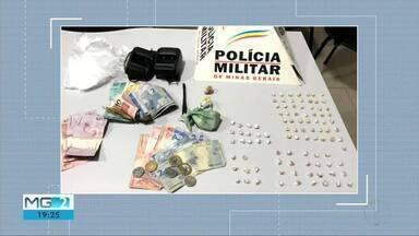 Dupla suspeita de tráfico de drogas é presa com 95 pedras de crack e dinheiro em Ipatinga - Dois adolescentes também foram apreendidos na mesma operação da polícia, que ocorreu no aglomerado da Amazonita, no Bairro Jardim Panorama.