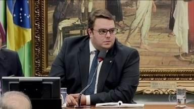 CCJ decide que votará a proposta do orçamento impositivo antes da reforma da Previdência - A oposição fez as suas manobras. Mas quem está incomodando o governo é o centrão. A inversão de pauta passou com 50 votos a favor e apenas cinco votos contrários.