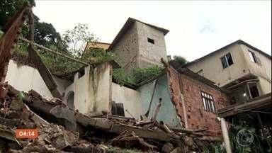 Chuva forte provoca destruição em Vitória, ES - A chuva destruiu casa, alagou ruas e arrastou o muro de uma escola. Uma família escapou da morte por pouco.
