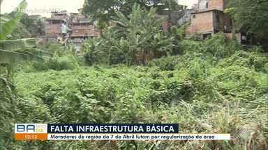 Moradores reclamam de esgoto e lutam por regularização de área na região de 7 de Abrl - A reportagem foi até o local conferir o problema. Envie sua denúncia para bmd@redebahia.com.br.