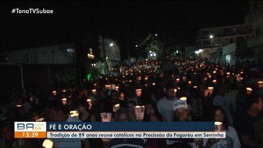 'Procissão do Fogaréu' reúne milhares de católicos em Serrinha - A tradição simboliza a noite em que Jesus foi preso antes de ser crucificado.