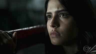 Youssef revela a Laila que vai levá-la para Aziz - Laila acorda assustada no galpão