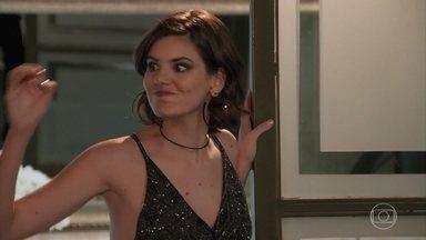 Vanessa reclama do programa da Manuzita - Galdino elogia o programa e Vanessa fica furiosa