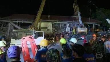 Novos tremores de terra assustam as Filipinas - Terremoto matou 16 pessoas. Equipes de resgate buscam sobreviventes em meio a novos tremores.