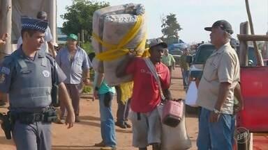 Polícia Militar cumpre liminar de reintegração de posse em Mogi Guaçu - Mais de 400 famílias estavam em área de proteção ambiental.
