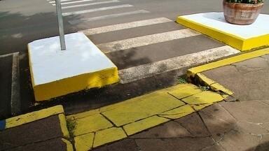 Rampa impossibilita acesso de cadeirantes em Getúlio Vargas - Em nota a prefeitura disse que já começou a regularizar o acesso.