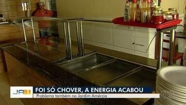Chuva deixa bairro sem energia elétrica e gera reclamação de moradores em Goiânia - Muitos comerciantes perderam vários produtos.