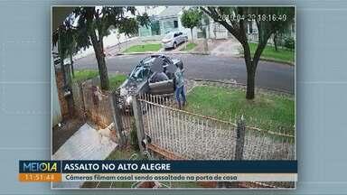 Assaltantes levam carro de casal que chegava em casa em Cascavel - Câmeras de segurança registraram ação dos bandidos.