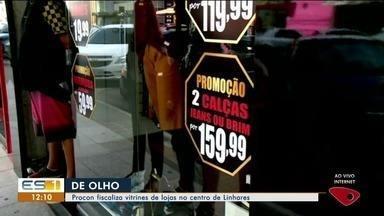 Procon fiscaliza vitrines de lojas em Linhares, ES - Procon fiscaliza vitrines de lojas em Linhares, ES