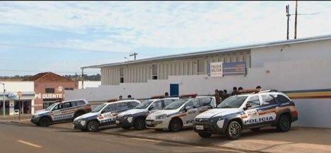 Quadrilha troca tiros com a Polícia Militar e um dos criminosos morre em Santa Vitória - Pelos materiais encontrados, PM acredita que os bandidos realizariam estouro de caixa eletrônico.