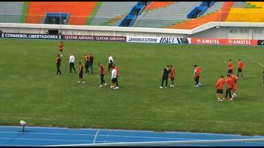 Athletico faz o reconhecimento no estádio Felix Capriles, em Cochabamba - Athletico faz o reconhecimento no estádio Felix Capriles, em Cochabamba