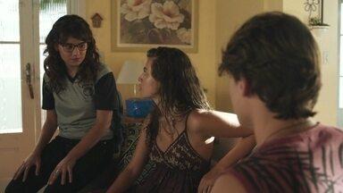 Rita sugere que Raíssa peça uma foto de José Carlos para Nanda - Raíssa se recusa e avisa que não está falando mais com a amiga
