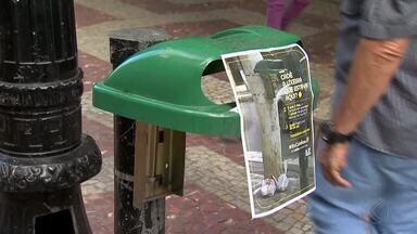 Vandalismo causa prejuízo aos cofres públicos em Juiz de Fora - Anualmente, cerca de R$ 24 mil são gastos para repor lixeiras quebradas e mais de R$ 30 mil para recuperar danos na iluminação pública.
