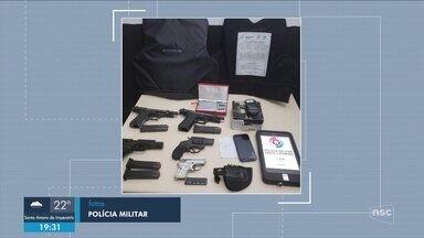 Polícia prende suspeitos e recupera armas furtadas do IGP de Itajaí - Polícia prende suspeitos e recupera armas furtadas do IGP de Itajaí; atendimento é retomado