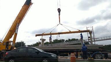 Está em andamento a obra de reconstrução da passarela em frente ao IAPAR - A obra tem prazo até o começo de junho para ser finalizada.