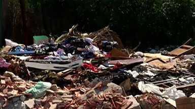 Moradores da Cidade Kemel reclamam da falta de estrutura - Buracos na rua e terrenos abandonados estão na lista de queixas de quem mora no bairro em Ferraz de Vasconcelos.