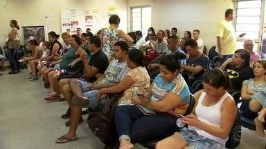 Pacientes enfrentam lotação em unidades de saúde de Rio Preto - Moradores enfrentam lotação em Unidades de Pronto Atendimento de São José do Rio Preto (SP). Segundo os pacientes, a demora era tanto para consultas como também para os casos de urgência.