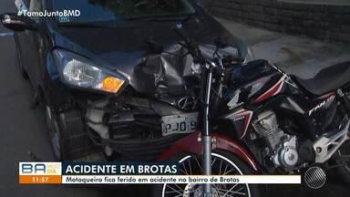 Motoqueiro fica ferido em batida no bairro de Brotas, em Salvador - A vítima quebrou o braço. O acidente foi por volta das 7h, na Rua Raul Leite.