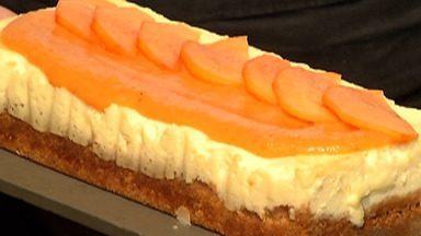 Safra de caqui tem queda de 30% no Alto Tietê - A chefe confeiteira Naomi Matsuo Lopes ensina como fazer uma receita um cheesecake de geleia de caqui com maracujá.
