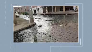Moradores reclamam de esgoto a céu aberto em Caruaru - Problema afeta saúde e bem estar dos moradores.