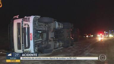 Motorista morre em tombamento de carreta em Itabirito, na Região Central de Minas Gerais - Acidente foi na BR-040 e houve vazamento de óleo diesel no asfalto,