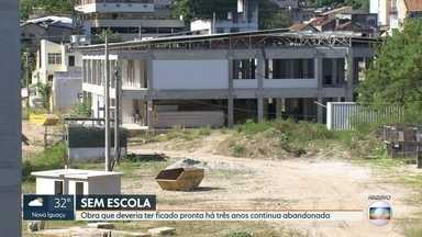 Escola do Amanhã, no Rocha, está abandonada - Obra deveria ter ficado pronta em 2016, mas não há previsão para conclusão
