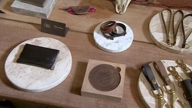 Amigos investem em acessórios de couro para homens feitos à mão - Os acessórios têm número de série e certificado para garantir a qualidade.