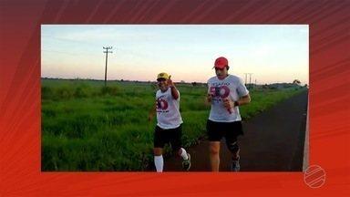 Professor Carlão fala como foi o percurso nos primeiros 15 km - Professor Carlão e ultramaratonista contam como foram os primeiros quilômetros do desafio.
