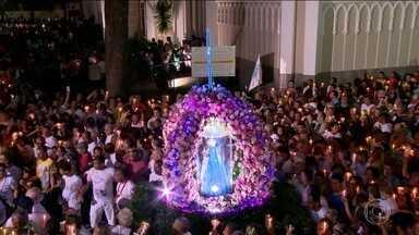 700 mil fiéis fazem uma romaria em homenagem à Nossa Senhora da Penha, padroeira do ES - Celebração acontece há 61 anos. Romeiros saem da Catedral de Vitória no centro da capital e percorrem 14 km até o Convento da Penha, em Vila Velha.
