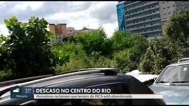 Moradores do centro do Rio reclamam de abandono de terreno - No local, seria construída uma ampliação da sede do Inca