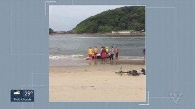 Lancha vira no mar com três pessoas em Itanhaém - Segundo o Grupamento Marítimo do Corpo de Bombeiros (GBMar), o trio escapou ileso.