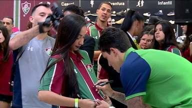 Pedro fala em fazer gols em lançamento da nova camisa do Fluminense - Pedro fala em fazer gols em lançamento da nova camisa do Fluminense