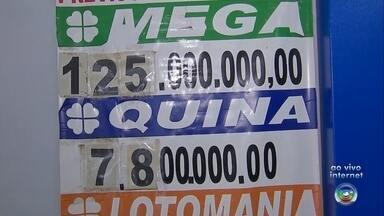 Apostadores vivem expectativa da Mega-Sena milionária - Apostadores do Centro-Oeste Paulista vão às lotéricas e sonham com o maior prêmio do ano da Mega-Sena, que vai sortear nesta quinta-feira (2) uma bolada de R$ 125 milhões.