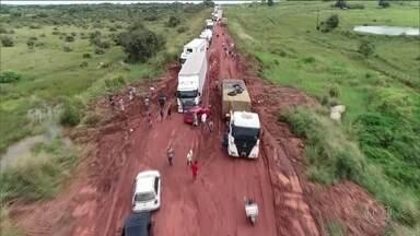 Motoristas sofrem com atoleiros na BR-316 - Estrada é uma das principais ligações entre o Norte e o Nordeste do país.
