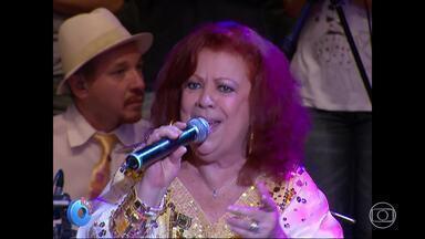 Serginho homenageia Beth Carvalho - Reveja participações da cantora no programa
