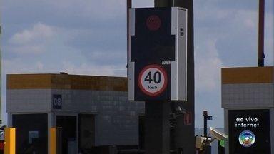 Radares de velocidade em praças de pedágio na região de Marília começam a multar - A partir desta segunda-feira (6) os motorista serão multados por radares de velocidade instalados em praças de pedágio na Rodovia Rachid Rayes, na região de Marília. O limite de velocidade é de 40 km/h nas cabines de cobrança automática.