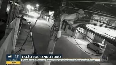 Moradores de Duque de Caxias sofrem com furtos constantes - Número de furtos aumentou em vários bairros da cidade. Os ladrões atuam durante a madrugada e estão roubando até bateria de carros estacionados na rua.