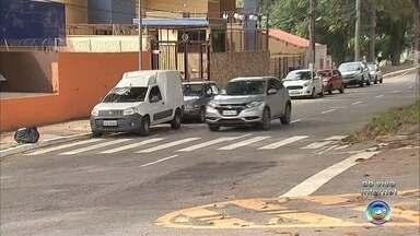 Moradores de avenida de Jundiaí se preocupam com a frequência de acidentes - Em Jundiaí (SP), os moradores da Avenida Samuel Martins, uma das vias mais movimentadas da cidade, estão preocupados com a frequência de acidentes que vem acontecendo nos cruzamentos.