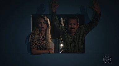 Francis dá mancada e quase revela que roubou a TV - Ele convida Marylin para ir ao cinema. No meio da exibição, delegado Nervoso diz que Francis está preso