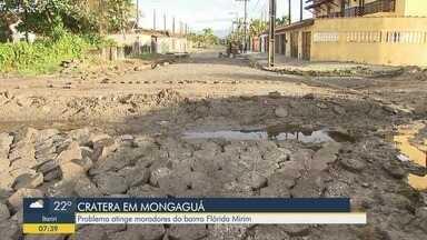 Obra atrasada deixa buraco aberto em rua de Mongaguá - Obra fica localizada em uma rua do Balneário Flórida Mirim.