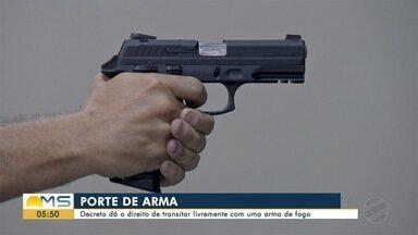 Comentarista de segurança do Bom Dia MS fala sobre decreto que facilita porte de arma - Um decreto do presidente Jair Bolsonaro facilita o porte de arma para um conjunto de profissões, como advogados, caminhoneiros, proprietários rurais, jornalistas, políticos eleitos, entre outras, além de caçadores, colecionadores e atiradores.