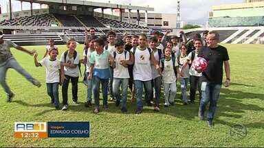 Alunos de escola de Caruaru foram conhecer a história do time do Central - Aula foi no estádio Lacerdão.
