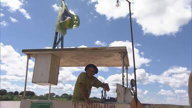 Em Cachoeira do Manteiga, balsas são meios de transporte muito utilizados - Distrito de Buritizeiro, no norte de MG, tem travessias cheias de histórias.