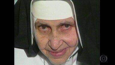 Irmã Dulce será proclamada santa pelo Vaticano - O Papa Francisco reconheceu o segundo milagre atribuído a Irmã Dulce, quando uma pessoa voltou a enxergar graças a ela. A freira será a primeira santa nascida no Brasil.